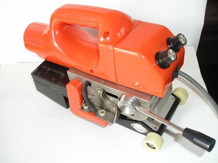 土工膜专用爬焊机焊接